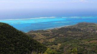La vue depuis le sommet d'El Pico à Providencia dans les Caraïbes