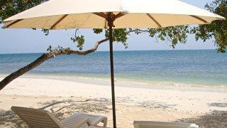Farniente sur la plage de Baru en Colombie