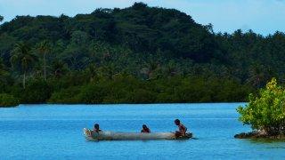 Une embarcation traditionnelle dans le Darien en Colombie